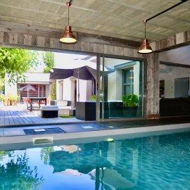 Maison-Loft de plain-pied avec piscine, jardin, terrasse, stationnements - Bruges centre Tram C et D - 4 chambres