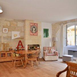 Appartement rénové avec patio, Bordeaux Place du parlement, 77 m2, 2 chambres, bureau - hyper centre